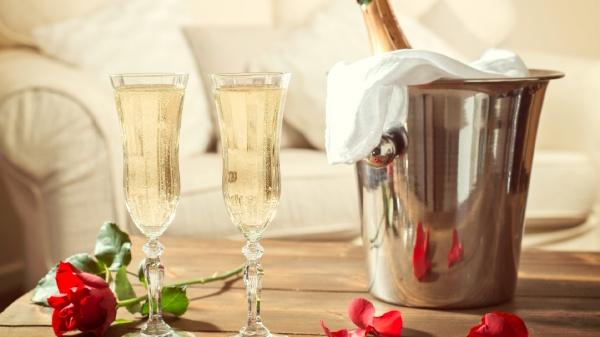 Бокали з шампанським