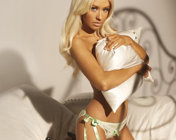 Дівчина - блондинка