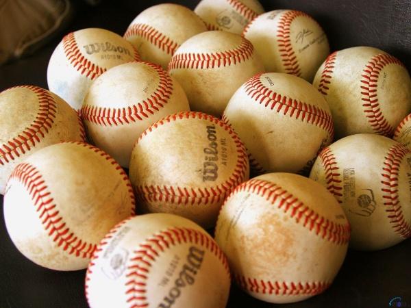 Бейсбольні мячі