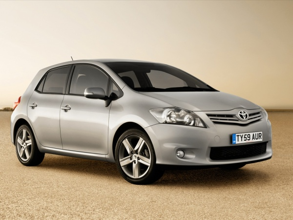 нова Toyota Auris