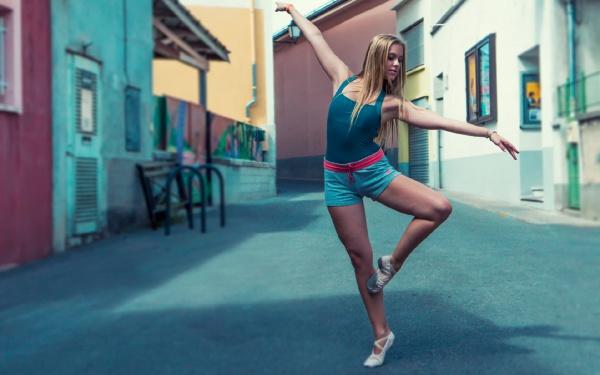 Танцівниця