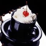 Десерт з вишенькою