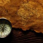 Стара карта і компас